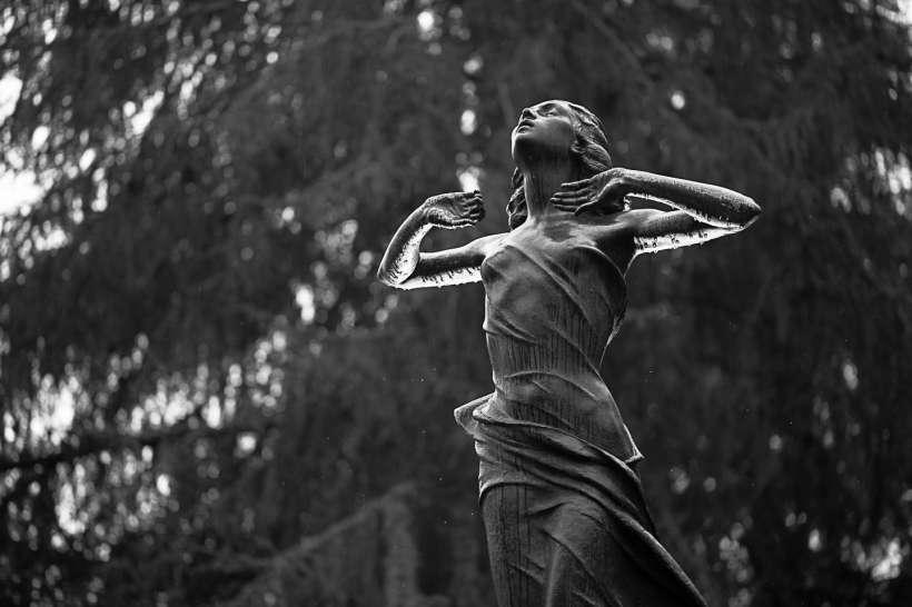 Statue nere - Cimitero Monumentale di Milano
