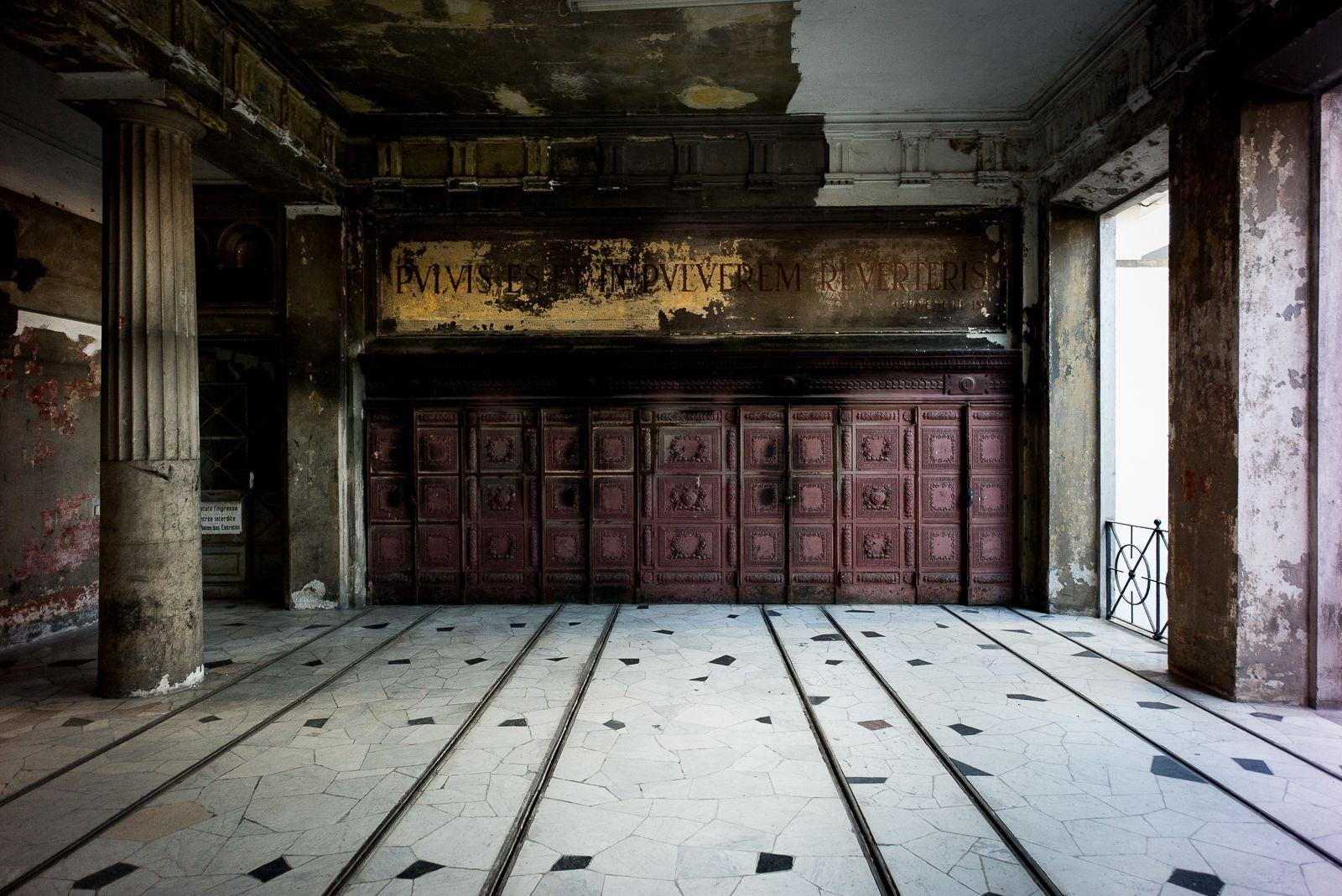 cimitero-monumentale-milano-interno.jpg